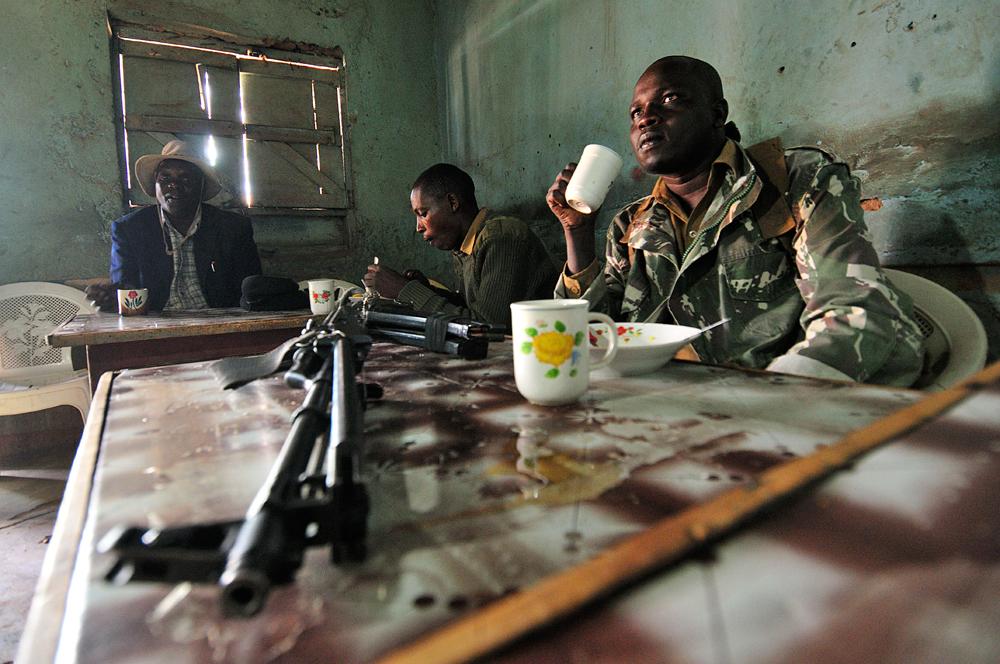 La scorta di militari che ci ha accompagnato nel nostro viaggio nella terra dei Pokot, nel nord del kenya.
